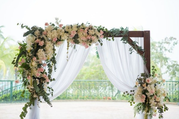 Wedding Flower Arches and Backdrops Field Gate Flowers 15